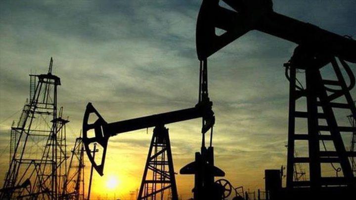 تراجع قياسي لأسعار النفط الخام