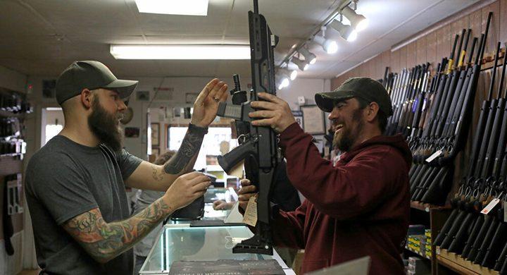 أمريكا.. تعرفوا على أغرب المحلات التي سمح لها بالعمل خلال الحظر