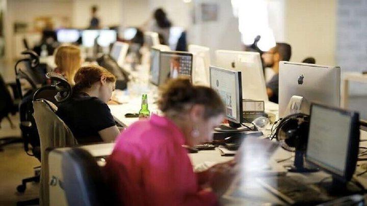 العمل أكثر من 53 ساعة في الأسبوع يؤدي إلى قصور الغدة الدرقية