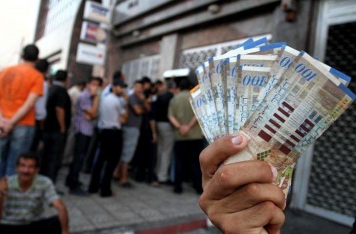 صرف رواتب موظفي الصحة والأجهزة الأمنية عبر الصراف الآلي في غزة