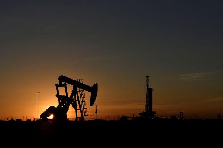 انخفاض اسعار النفط بعد قفزة في مخزونات الخام الأمريكية