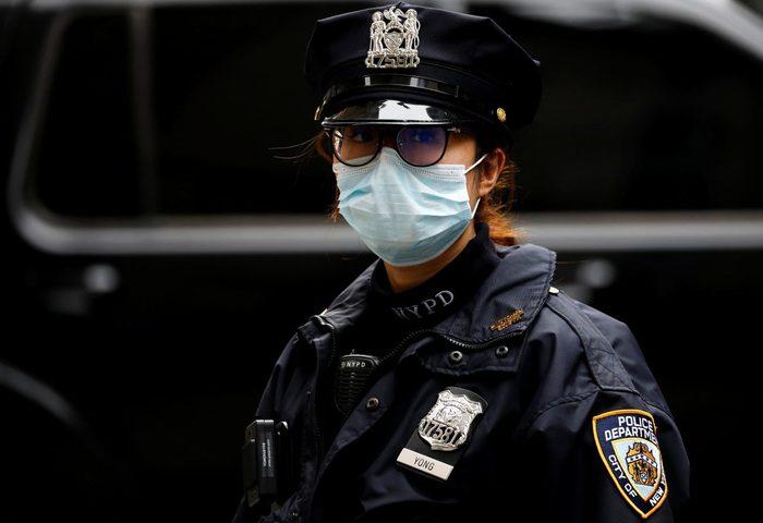 أمريكا.. سجن رجل بتهمة السعال في وجه شرطي