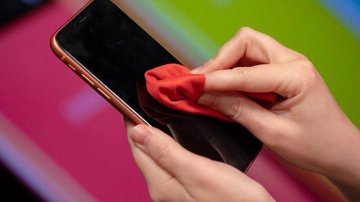 تعرفوا على طرق تعقيم الهواتف الذكية دون تعرضها للتلف