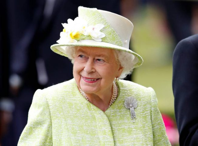 الملكة إليزابيث تحفز البريطانيين على مواجهة الفيروس بقوة