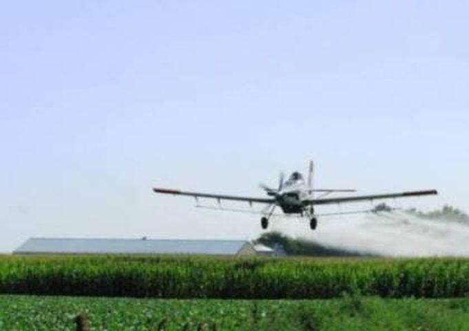 الاحتلال يرش الأراضي الزراعية في غزة بالمبيدات