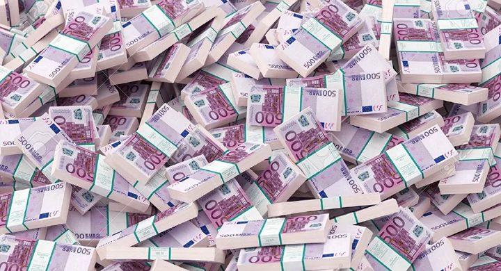 بسبب موظف....ملياردير يفقد 1.8 مليار دولار من ثروته