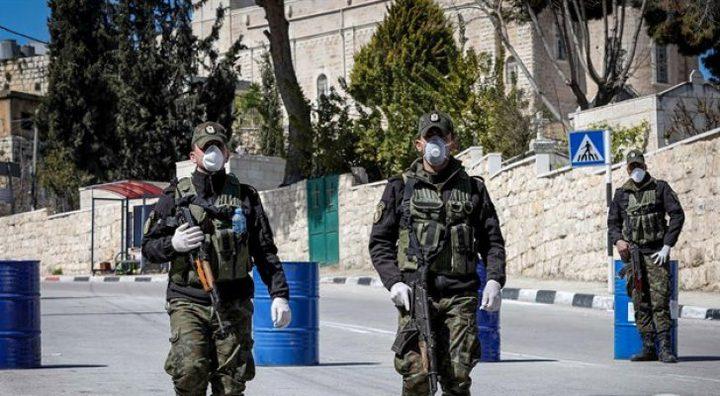 تعقيم شوارع وأحياء اقتحمتها الاحتلال في بلدة نحالين غرب بيت لحم