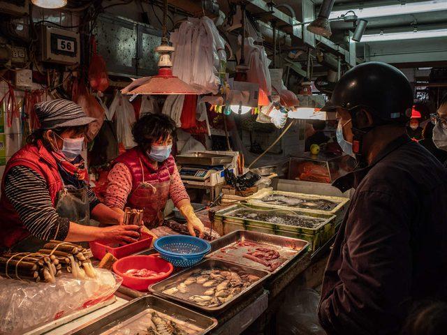 تعرفوا على القصة الحقيقة لظهور وباء كورونا في سوق ووهان