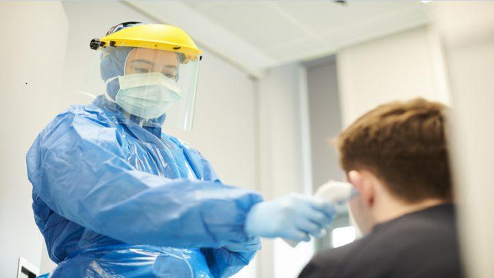"""مرضى بفيروس كورونا يصفون عارضا """"جديدا ومقلقا"""" للمرض!"""