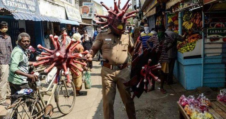 طرق غريبة تتبعها الشرطة الهندية في معاقبة مخالفي الاغلاق
