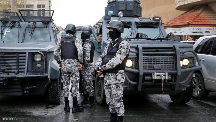 الأمن الأردني يبحث عن مصاب بكورونا خالف الحجر ونقل العدوى لآخرين