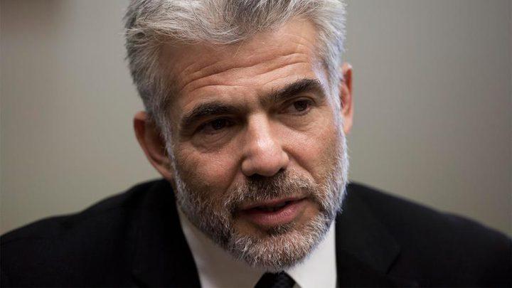 """لابيد: """" لا يمكن تشكيل حكومة طوارئ برئاسة متهم بالفساد """""""