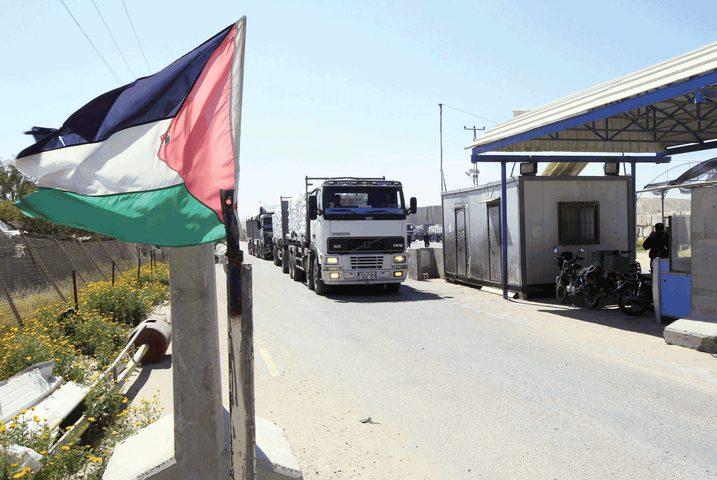 الاحتلال يعيد فتح المعابر التجارية مع غزة والضفة بشكل كامل