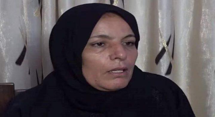 سلطات الاحتلال تفرج عن والدة الشهيد أشرف نعالوة