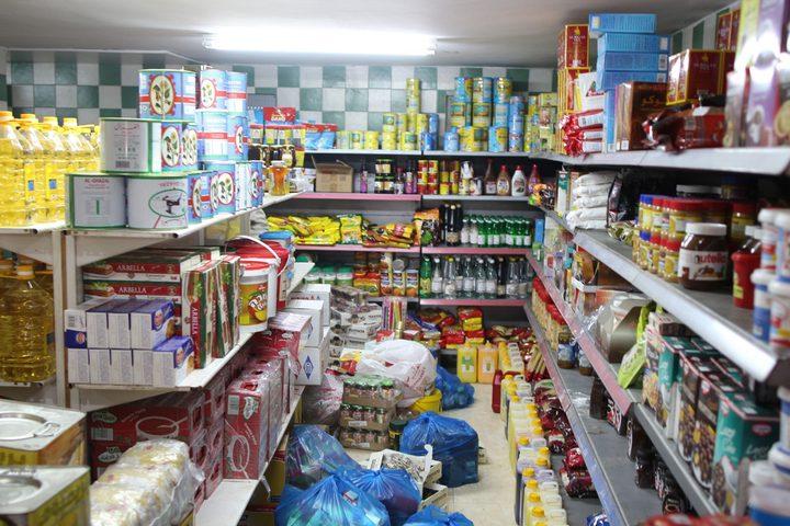 إغلاق محل تجاري يبيع منتجات غذائية منتهية الصلاحية