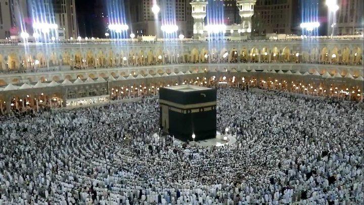 السعودية:صلاتا التراويح والعيد ستقامان في البيوت