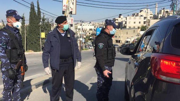 الخليل:الشرطة تغلق 65 محلاً تجارياً لمخالفتهم إجراءات الطوارئ
