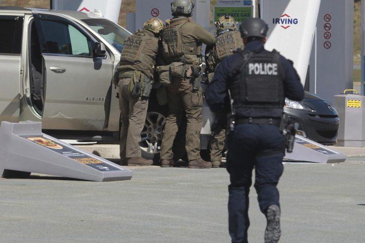 مسلح يرتدي زي شرطي يقتل ما لا يقل عن 13 شخصا في كندا