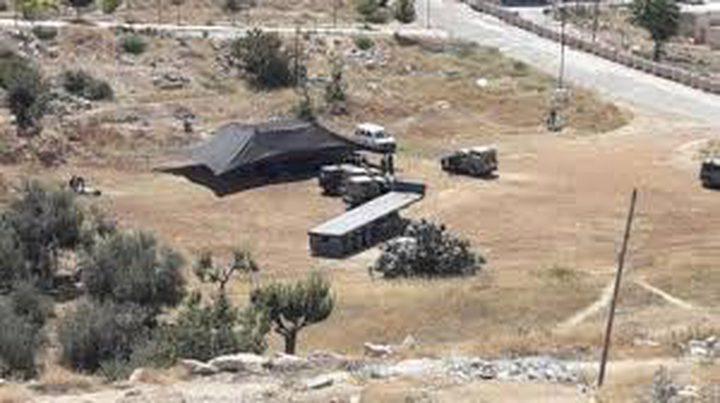 الاحتلال يخطر بإزالة خيمة سكنية جنوب الخليل
