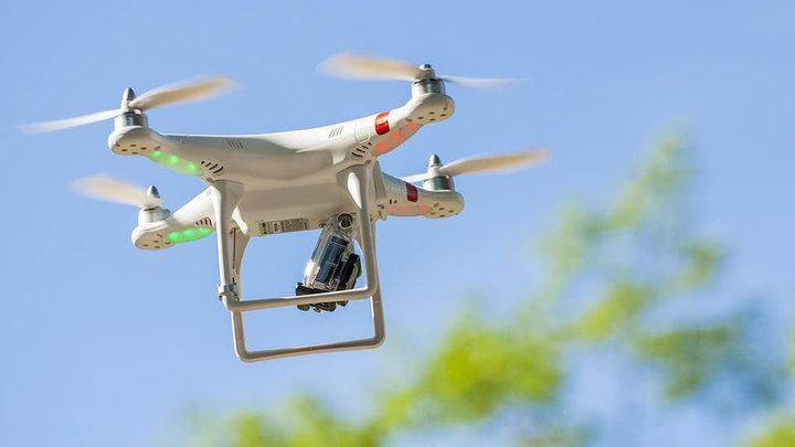 طائرة درون تكشف إيطالي خرق قوانين الحجر وذهب للتنزه على الشاطئ