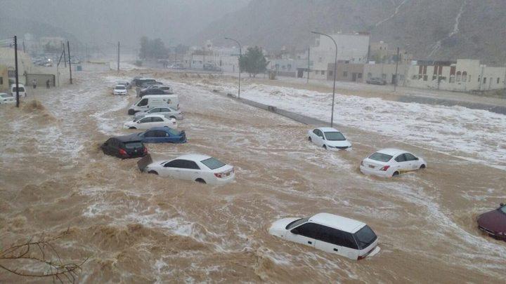 ارتفاع وفيات السيول في اليمن إلى 5 ونزوح المئات