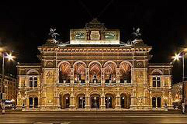 نجوم الأوبرا يحيون حفلاً في فيينا لمتابعيهم في غرف المعيشة