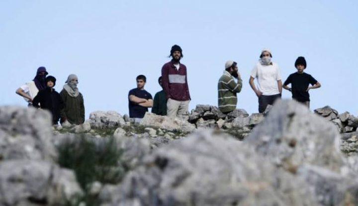 """قوات الاحتلال تخلي 6 مبان استيطانية قرب مستوطنة """"يتسهار"""""""