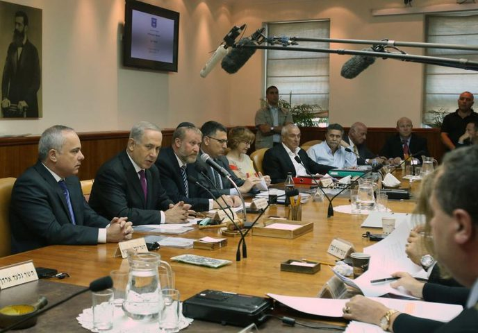 حكومة الاحتلال تصادق على قرارات جديدة لتخفيف قيود كورونا