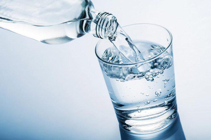 كم كوب ماء يحتاج الجسم بين الإفطار والسحور؟
