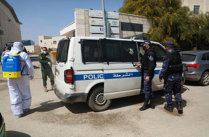 الخليل: القبض على 25 شخصاً وإغلاق 41 محلاً تجارياً ومصنعاً