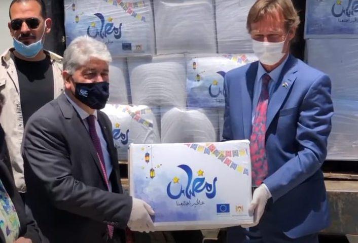 الاتحاد الاوروبي يسلم طرودا غذائية لوزارة التنمية في نابلس