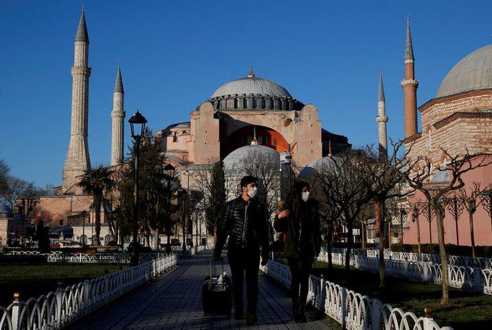 تراجع إيرادات السياحة التركية 11.4%