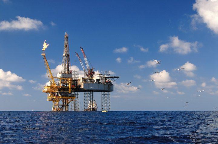 ارتفاع اسعار النفط بعد شهر من التقلبات العنيفة