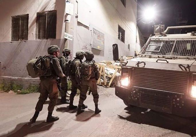 الاحتلال يسلم عائلة الأسير محمد ريشه قرارًا بهدم منزلها