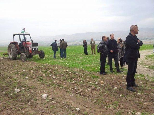 الاحتلال يمنع فعالية لحراثة الأراضي في الساوية جنوب نابلس