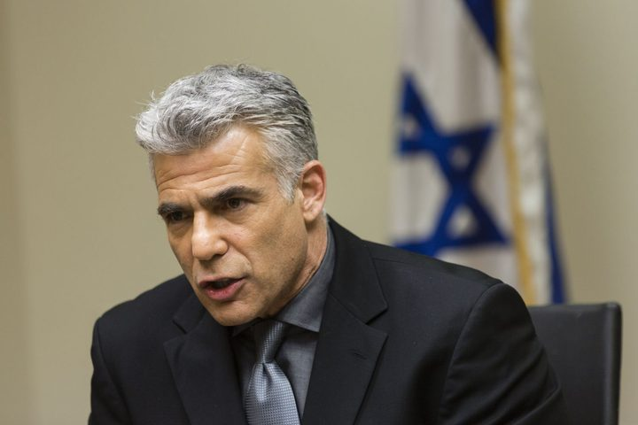 """لبيد يحذر من خطورة جمع حزب الله للأموال واستخدامها ضد """"إسرائيل"""""""
