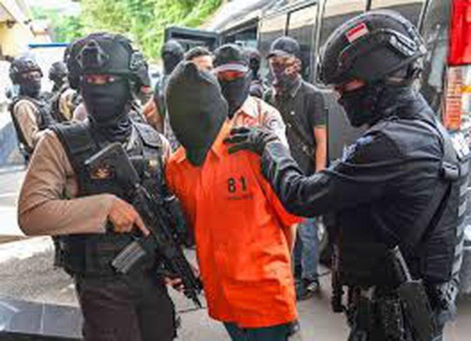 اعتقال 8 أشخاص بعد احتجاجات عنيفة في اندونيسيا