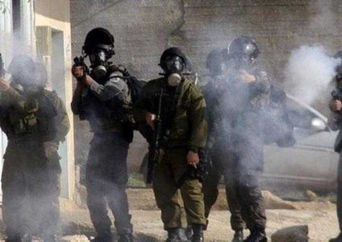 قوات الاحتلال تقتحم مخيم قلنديا وكفر عقب