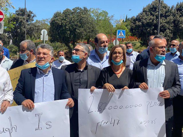 مسيرة للسلطات المحلية العربية مطالبة بميزانيات لمواجهة كورونا