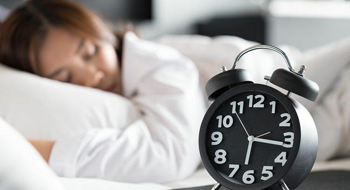 دراسة: تأخير موعد النوم دقيقة واحدة يزيد خطر إصابتك بأمراض القلب