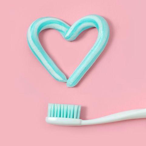 هل يساعد تنظيف الأسنان على الوقاية من فيروس كوفيد-19 ؟