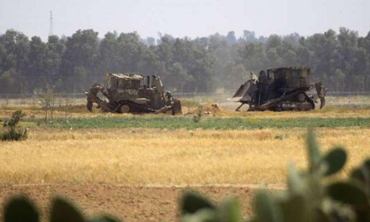 آليات الاحتلال تتوغل شرق خان يونس وسط أعمال تجريف