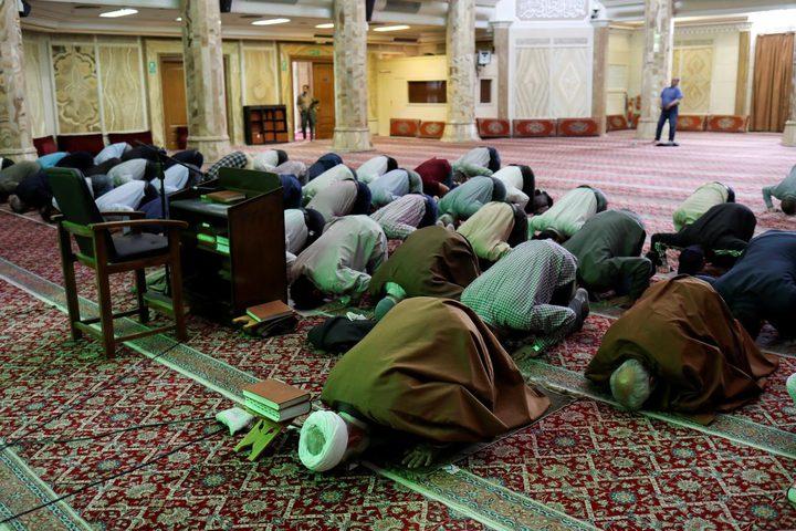 إيران تعيد فتح جميع المساجد اليوم