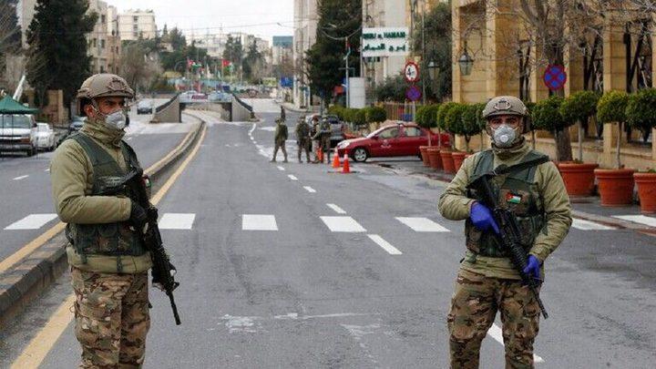 عزل بعض الشوارع والبيوت المجاورة لمصابين بكورونا في الزرقاء