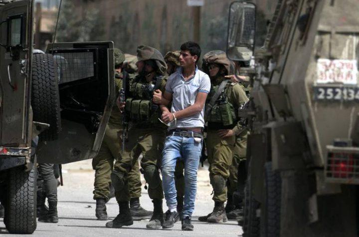 الاحتلال يعتقل 3 مواطنين جنوب نابلس