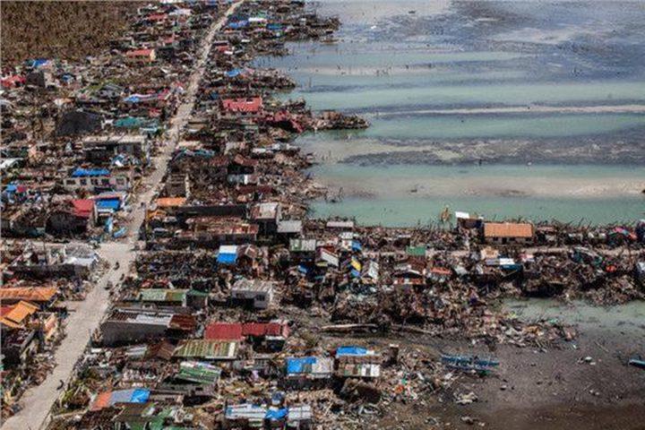 الفلبين تجلي 200 ألف شخص بسبب إعصار فونجفونج