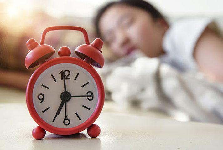 لماذا لا يجب على الأهل إيقاظ أبنائهم المراهقين ؟