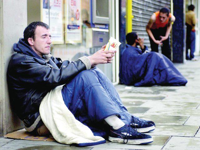 دراسة بريطانية: الفقر يزيد خطر الاصابة بفيروس كورونا
