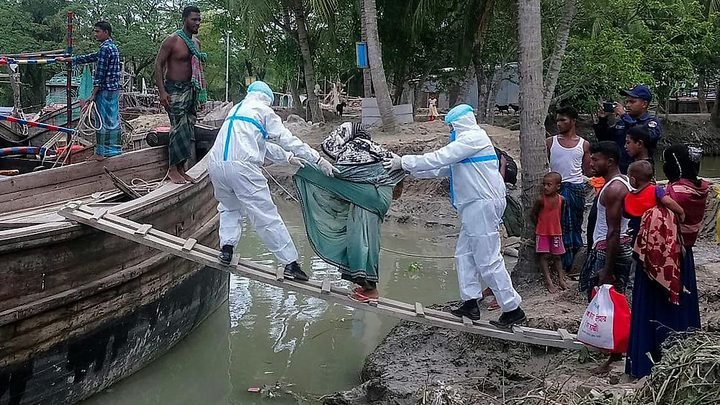 22 قتيلا دمار هائل جراء إعصار ضرب بنغلادش والهند