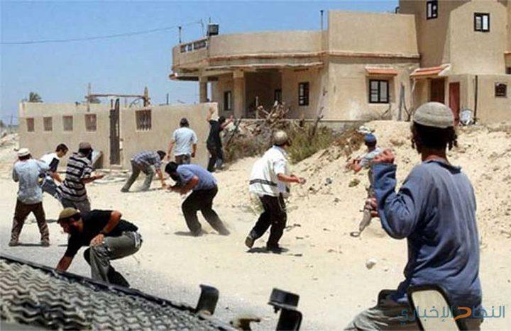 إصابة مواطنين في اعتداء للمستوطنين على مزارعين من قرية دير نظام